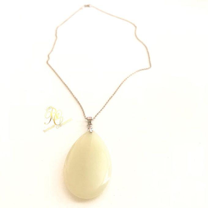 white_jade_pendant